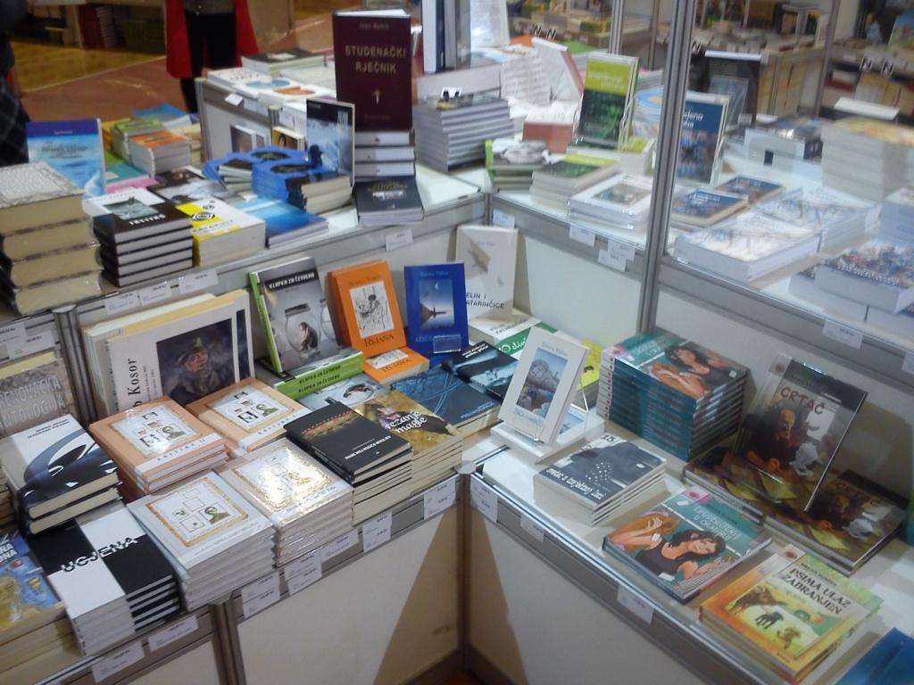Knjižnica na sajmu knjige u Puli
